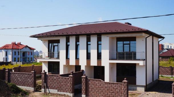 Половина сучасного будинку